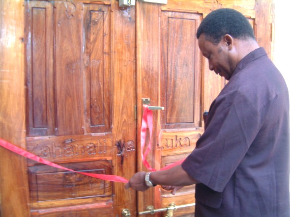 Col. E Mfuru, DC of Mpwapwa District Cuts the tape to Open the New Maternity Wing