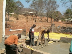 Mengi Kapingo & Joseph Mlulu taking care with a detail of the flooring