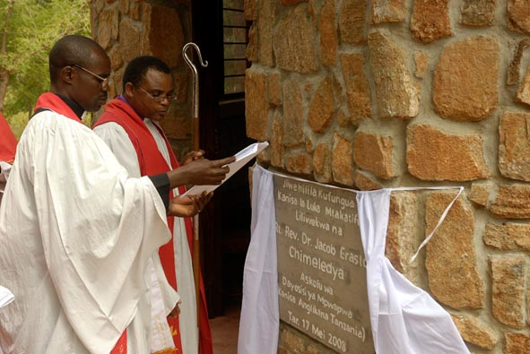 +Jacob Chimeledya Unveils the Opening Plaque